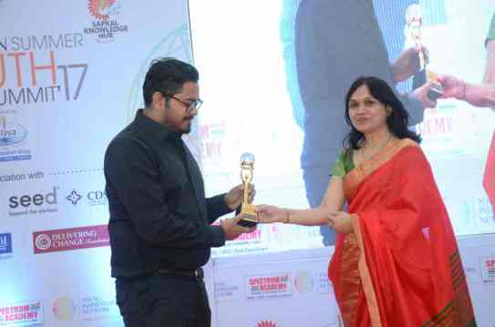 Pritesh-Vaishya-felicitated-by-Young-entrepreneurs-award